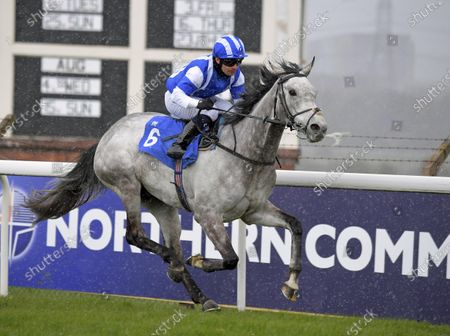 ARABESCATO with Silvestre De Sousa wins in the snow in the Jamacian Flight handicap Stakes at Pontefract