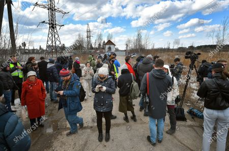 """Correctional colony No. 2 in the town of Pokrov, Vladimir Region, where opposition leader Alexei Navalny is serving his sentence. Journalists during the picket of the independent trade union """"Alliance of Doctors"""" outside the colony.April 06, 2021. Russia, Vladimir region"""