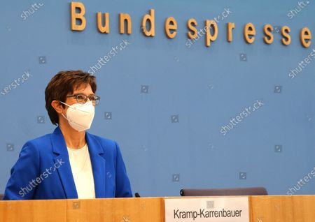 """Annegret Kramp-Karrenbauer (CDU), Federal Minister of Defense at a press conference """"Your Year for Germany"""" - the Bundeswehr initial training for the new voluntary service in homeland security"""