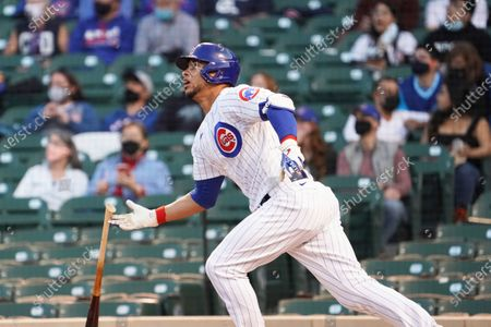 Chicago Cubs' Willson Contreras (40) bats against the Milwaukee Brewers during the first inning of a baseball game, in Chicago