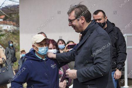 (210406) - MAJDANPEK, April 6, 2021 (Xinhua) - Serbian President Aleksandar Vucic talks to local residents after receiving an injection of China's Sinopharm vaccine against COVID-19 in Majdanpek, Serbia, April 6, 2021.
