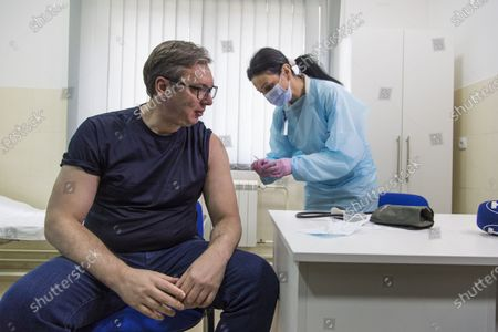 (210406) - MAJDANPEK, April 6, 2021 (Xinhua) - Serbian President Aleksandar Vucic prepares to receive an injection of China's Sinopharm vaccine against COVID-19 in Majdanpek, Serbia, April 6, 2021.
