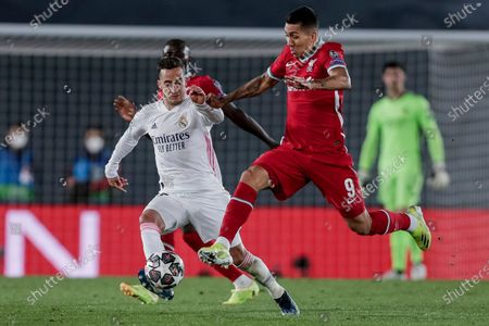 Liverpool's Roberto Firmino, right, duels for the ball with Real Madrid's Lucas Vazquez during the Champions League quarterfinal first leg, soccer match between Real Madrid and Liverpool at the Alfredo di Stefano stadium in Madrid, Spain