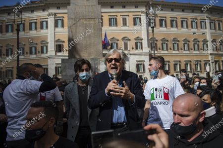 Italian politician Vittorio Sgarbi (C) speaks during a demonstration of restaurant owners, entrepreneurs and small businesses owners on April 6, 2021 outside parliament on Piazza Montecitorio in Rome, to ask for the restart of activities forced to stop due to the Covid-19 restrictions