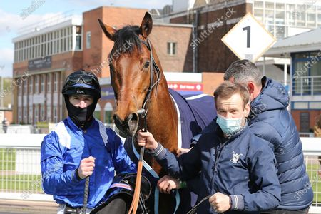 MASHMOOR (9) ridden by Richard Kingscote and trained by Sir Michael Stoute winning the Mansionbet Bet 10 Get 20 Novice Stakes over 1mat Nottingham Racecourse, Nottingham