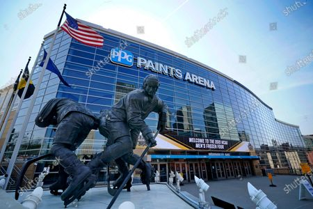 Statue of Pittsburgh Penguins Hockey Hall of Fame center Mario Lemieux, left, stands in front of the PPG Paints Arena, the site of the 2021 NCAA Men's Frozen Four collegiate hockey finals in downtown Pittsburgh