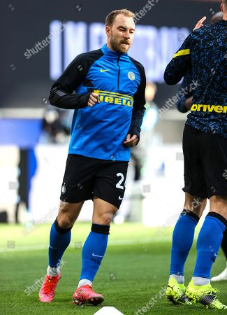 Christian Eriksen of FC Internazionale warms up