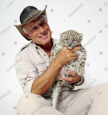 Wildlife advocate Jack Hanna poses for a portrait with a snow leopard cub in New York on . The family of celebrity zookeeper and TV show host Jack Hanna said he's been diagnosed with dementia and will retire from public life