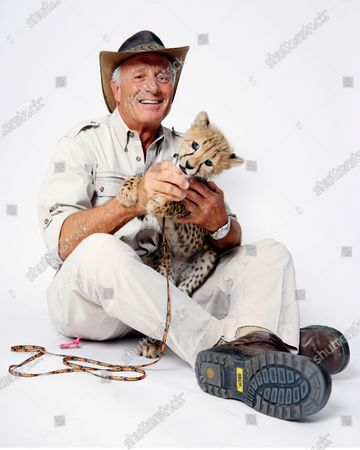 Wildlife advocate Jack Hanna poses for a portrait with a cheetah cub in New York on . The family of celebrity zookeeper and TV show host Jack Hanna said he's been diagnosed with dementia and will retire from public life