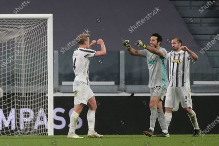 Gianluigi Buffon (Juventus FC), Weston McKennie (Juventus FC) and Giorgio Chiellini (Juventus FC) celebrates for the victory