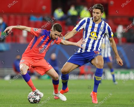 Chelsea's Jorginho, left, and Porto's Marko Grujic challenge for the ball during the Champions League, first leg, quarterfinal soccer match between FC Porto and Chelsea at the Ramon Sanchez-Pizjuan stadium in Seville, Spain