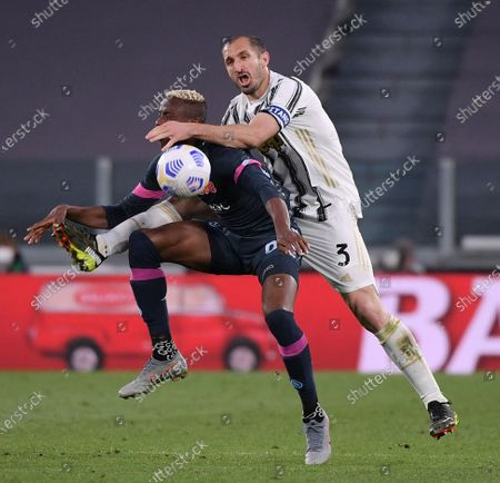 (210408) - TURIN, April 8, 2021 (Xinhua) - FC Juventus' Giorgio Chiellini (R) lives with Napoli's Victor Osimhen during a serie A football match between FC Juventus and Napoli in Turin, Italy, April 7, 2021.