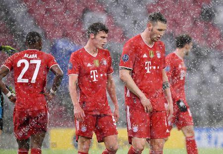 disappointment at Benjamin Pavard #5 (FC Bayern München), Niklas Suele #4 (FC Bayern München)