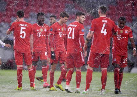 disappointment at the Bayern players Alphonso Davies #19 (FC Bayern München), Thomas Müller #25 (FC Bayern München), Lucas Hernandez #21 (FC Bayern München), Niklas Suele #4 (FC Bayern München), David Alaba #27 (FC Bayern Munich)