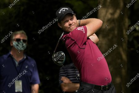 Danny Willet, of England, watches his tee shot on the seventh hole during the first round of the Masters golf tournament, in Augusta, Ga