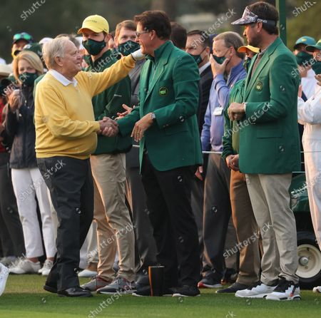 Honorary starting golfer Jack Nicklaus (L) shakes the hand of golfer Phil Mickelson (C) as Bubba Watston (R) looks on at the start of the first round of the 2021 Masters Tournament at the Augusta National Golf Club in Augusta, Georgia, USA, 06 April 2021. The 2021 Masters Tournament is held 08 April through 11 April 2021.
