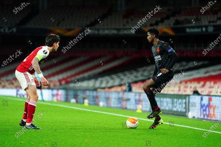 Peter Olayinka of Slavia Prague showboats in front of Hector Bellerin of Arsenal - sequence 2 of 5
