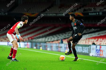 Peter Olayinka of Slavia Prague showboats in front of Hector Bellerin of Arsenal - sequence 1 of 5