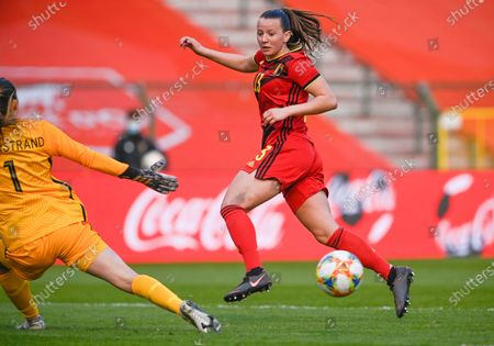 Belgium's Hannah Eurlings with an attempt on goal during a friendly soccer game between Belgium's national team the Red Flames and Norway, Thursday 08 April 2021 in Brussels.