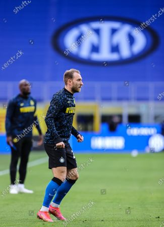 Christian Eriksen of FC Internazionale warms up during the Serie A 2020/21 football match between FC Internazionale and Sassuolo at the San Siro Stadium. (Final score; FC Internazionale 2:1 Sassuolo)