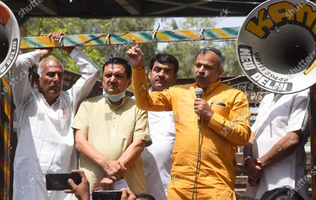 Stock Image of BJP Delhi President Adesh Gupta and LoP Ramvir Singh Bidhuri lead the Delhi farmers protest near Delhi CM Arvind Kejriwal residence in their demand from Kejriwal government to fulfill their promise of giving an amount 50% above the MSP to farmers on April 8, 2021 in New Delhi, India.