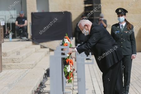 (210408) - JERUSALEM, April 8, 2021 (Xinhua) - Israeli President Reuven Rivlin (Front) lays a wreath during a commemoration of the annual Holocaust Remembrance Day at Yad Vashem in Jerusalem, on April 8, 2021.