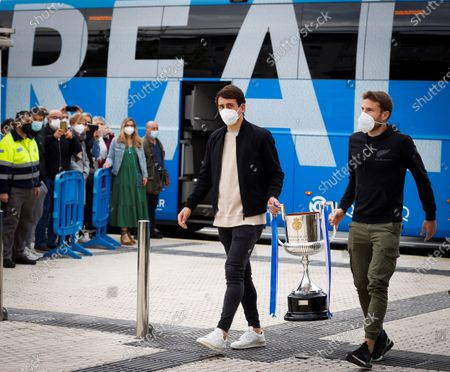 Real Sociedad's captains Asier Illarramendi (R) and Mikel Oyarzabal (C) during a tribute to health workers to whom they offered the King's Cup trophy of 2020, which final was delayed due to the coronavirus pandemic and was played on 03 April 2021, at Donostia Hospital in San Sebastian, Basque Country, Spain, 09 April 2021.