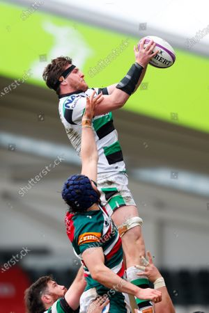 Sean Robinson of Newcastle Falcons takes a line out from George Martin of Leicester Tigers; Mattoli Woods Welford Road Stadium, Leicester, Midlands, England; European Rugby Challenge Cup, Leicester Tigers versus Newcastle Falcons.