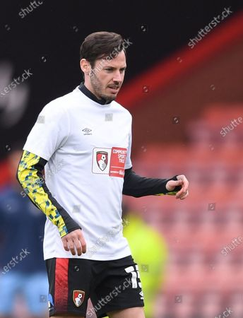 Adam Smith of Bournemouth warms up; Vitality Stadium, Bournemouth, Dorset, England; English Football League Championship Football, Bournemouth Athletic versus Coventry City.