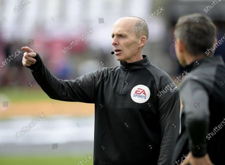 Referee Mike Dean prior to kick-off between West Ham United and Leicester City