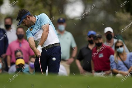 Louis Oosthuizen, of South Africa, tees off on the fourth hole during the second round of the Masters golf tournament, in Augusta, Ga