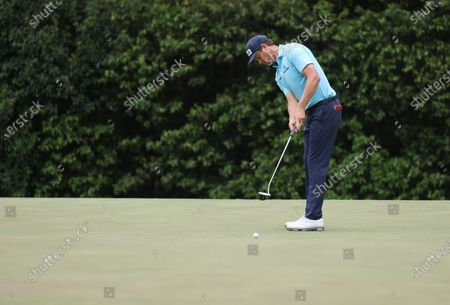 Harris English of the US putts on the sixth hole during the second round of the 2021 Masters Tournament at the Augusta National Golf Club in Augusta, Georgia, USA, 09 April 2021. The 2021 Masters Tournament is held 08 April through 11 April 2021.