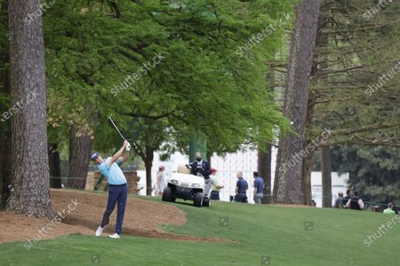 Harris English of the US hits from off the fairway on the thirteenth hole during the second round of the 2021 Masters Tournament at the Augusta National Golf Club in Augusta, Georgia, USA, 09 April 2021. The 2021 Masters Tournament is held 08 April through 11 April 2021.
