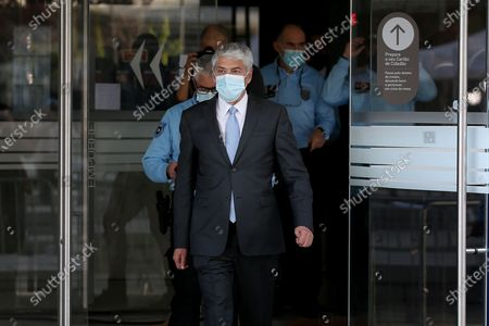 (210410) - LISBON, April 10, 2021 (Xinhua) - Portugal's form Prime Minister Jose Socrates wearing a face mask leaves the court in Lisbon, Portugal, April 9, 2021. Portugal's training prime minister Jose Socrates will be the country's first head of government to stand trial, having been indicted for money laundering and forgery of documents, according to a decision by Judge Ivo Rosa on Friday.