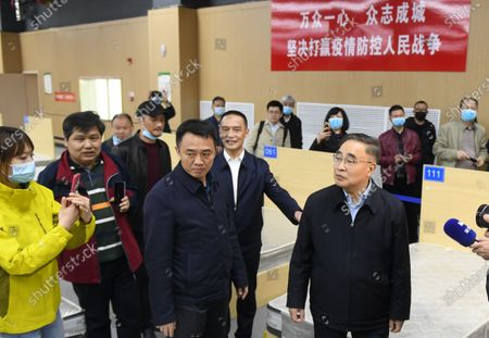 (210409) - WUHAN, April 9, 2021 (Xinhua) - Zhang Boli (1st R, front), an academician of the Chinese Academy of Engineering and head of Tianjin University of Traditional Chinese Medicine, revisits the makeshift hospital in Jiangxia District in Wuhan, central China's Hubei Province, April 9 2021. Featuring traditional Chinese medicine treatment, the makeshift hospital in Wuhan's Jiangxia District was transformed from a sports center. It received a total of 564 patients till its closure on March 10, 2020. None of them saw their health condition slash.