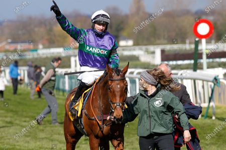 Thyme Hill and Tom O'Brien win the Ryanair Stayers Hurdle at Aintree from Roksana.