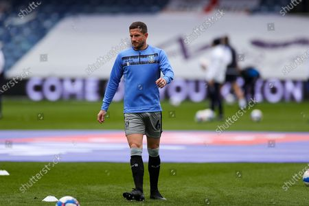 Sam Hutchinson (6) of Sheffield Wednesday warms up during the EFL Sky Bet Championship match between Queens Park Rangers and Sheffield Wednesday at the Kiyan Prince Foundation Stadium, London