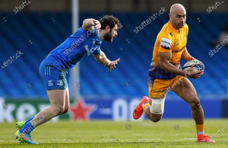Exeter Chiefs vs Leinster. Exeter's Olly Woodburn comes up against Robbie Henshaw of Leinster