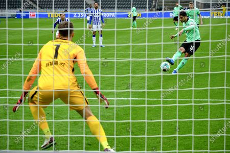 Moenchengladbach's Lars Stindl (R) scores the 2-1 lead from the penalty spot during the German Bundesliga soccer match between Hertha BSC and Borussia Moenchengladbach in Berlin, Germany, 10 April 2021.