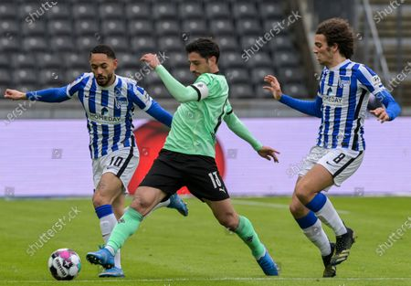 Hertha's Matheus Cunha, left, and Matteo Guendouzi, right, challenge for the ball with Moenchengladbach's Lars Stindl, center, during the German Bundesliga soccer match between Hertha BSC Berlin and Borussia Moenchengladbach in Berlin, Germany