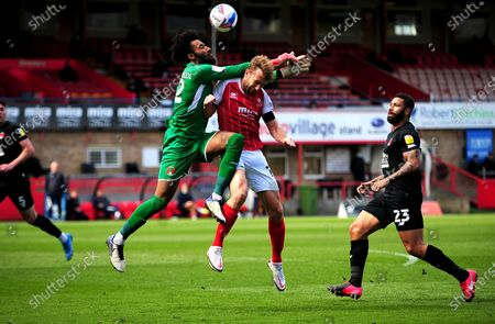 Lawrence Vigouroux of Leyton Orient collides with Andy Williams of Cheltenham Town resulting in a penalty- Mandatory by-line: Nizaam Jones/JMP