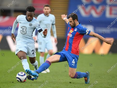 Luka Milivojevic of Crystal Palace (R) in action against Callum Hudson-Odoi of Chelsea (L) during the English Premier League match between Crystal Palace and Chelsea in London, Britain, 10 April 2021.