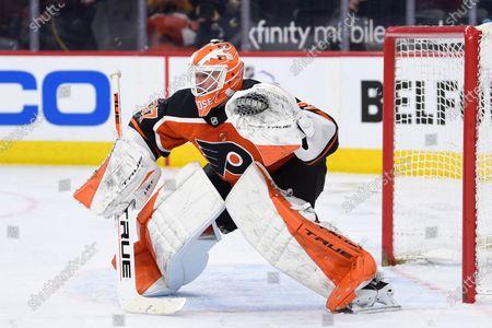 Philadelphia Flyers goaltender Brian Elliott during an NHL hockey game against the Boston Bruins, in Philadelphia