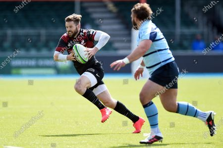 Elliot Daly of Saracens goes on the attack