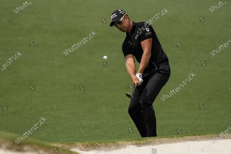 Henrik Stenson, of Sweden, hits to the second green during the final round of the Masters golf tournament, in Augusta, Ga