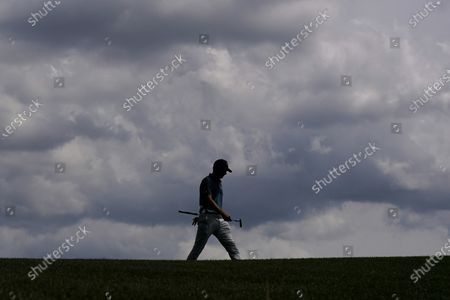 Jordan Spieth walks to the green on the fourth hole during the final round of the Masters golf tournament, in Augusta, Ga