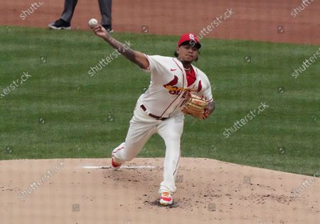 St. Louis Cardinals starting pitcher Carlos Martinez delivers a pitch to the Milwaukee Brewers in the first inning