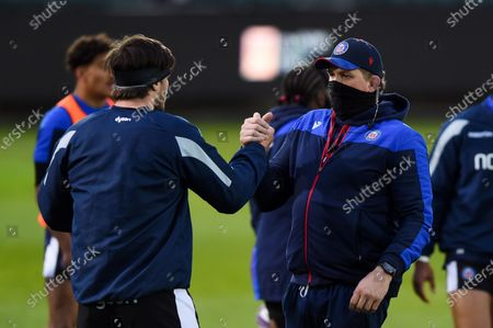 Josh Bayliss of Bath Rugby shakes hands with Director of Rugby Stuart Hooper during the pre-match warm-up