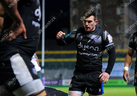 Ben Spencer of Bath Rugby celebrates a try from team-mate Will Stuart