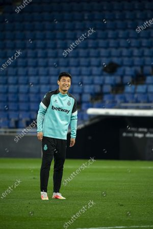 (210412) - CORNELLA, April 12, 2021 (Xinhua) - RCD Espanyol's Wu Lei warms up before a Spanish second division league football match between RCD Espanyol and CD Leganes in Cornella, Spain, April 11, 2021.